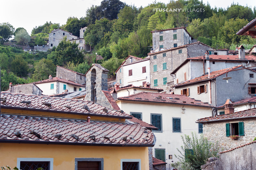 tuscany villages rooftops in Casoli